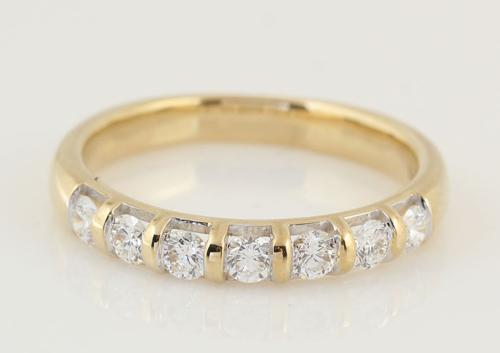 14 kt yellow gold diamond ring of 0.51 ct in total / 7 round brilliant cut diamonds / GH-VS1-SI1 / weight: 2.90 g / ring size: 54