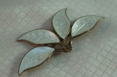 White guilloché enamelled brooch with four leaves by David Andersen from Norway