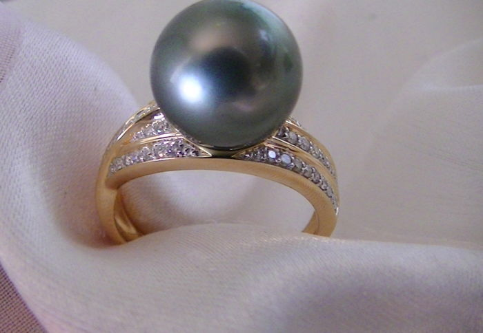 Tahiti cultured pearl 11 mm ring with diamonds 0.26 ct
