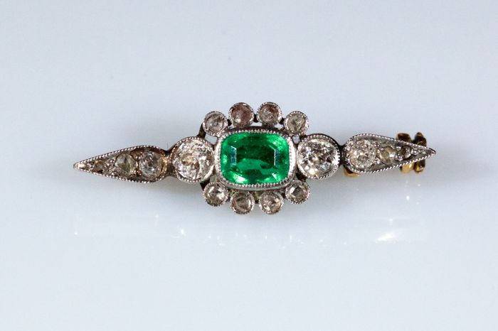Yellow and white gold brooch with a central emerald and diamonds
