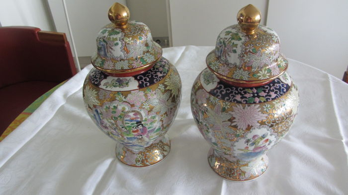 Porcelain vases with lid - China - late 20th century