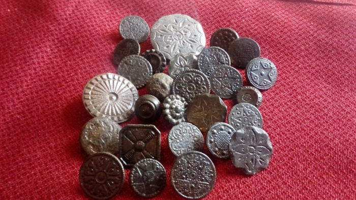 Collection of buttons - 16th century - 18th century - Spain 27 pieces
