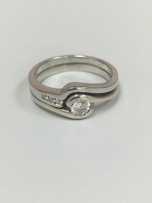 18kt white gold diamond ring 0.30ct F color vs clarity