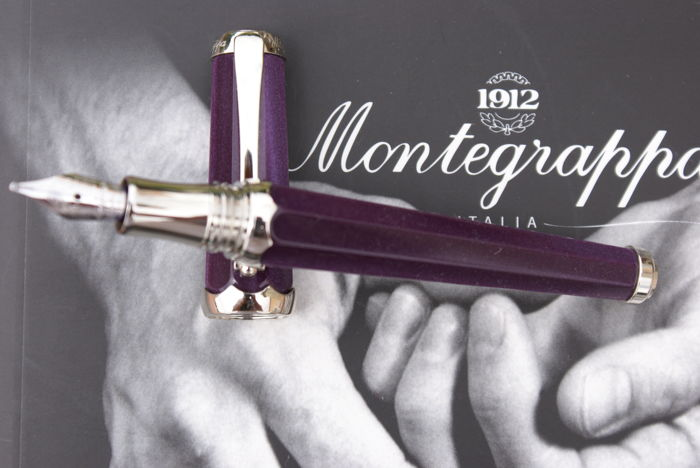 Superb 18K Montegrappa Piccola Fountain Pen in Purple Resin