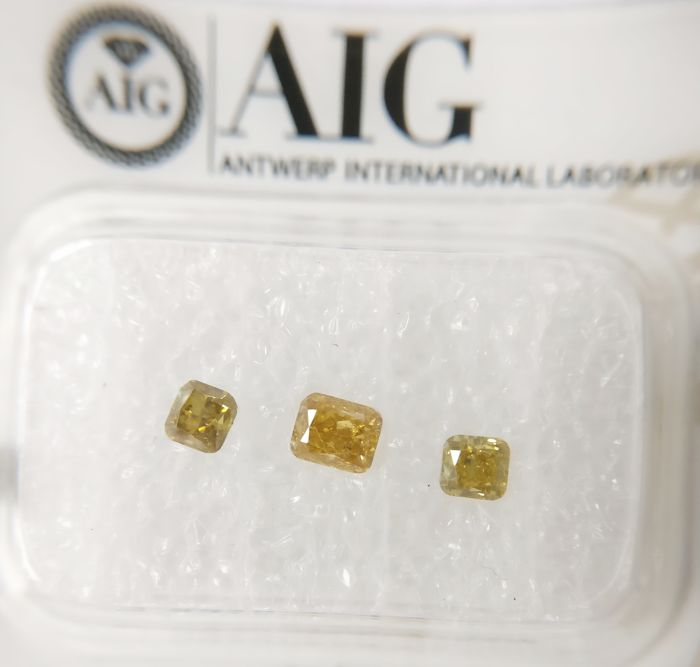 Triple of 3 Cushion cut diamonds total 0.56 ct F.V.Greenish Yellow / Yell.Brown SI *** No Reserve ***