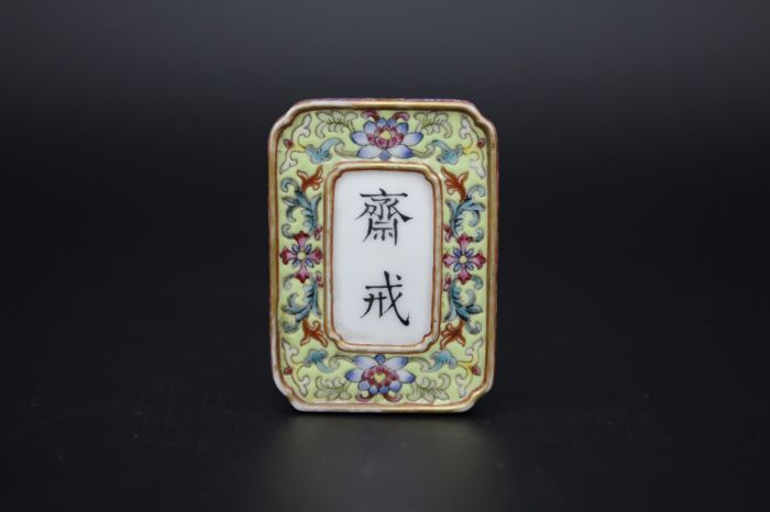 A famille rose pendant in porcelain - China - late 20th century