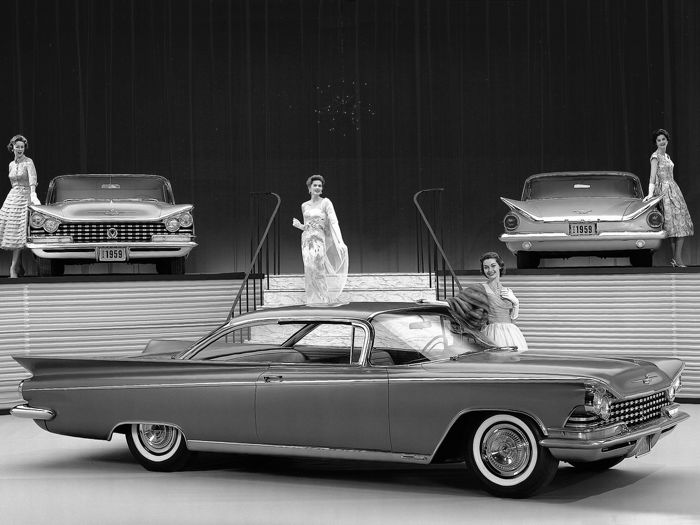 20 photos - Buick cars and pretty women - 1950 to 1963