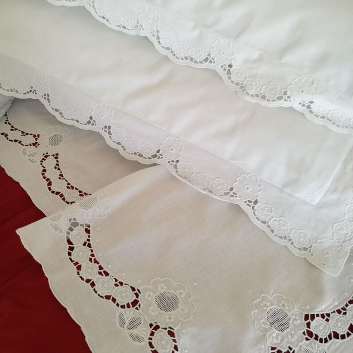 Delicate hand-embroidered double bed sheets with cutwork and antique Reticella lace - Italy - 230 x 254 cm