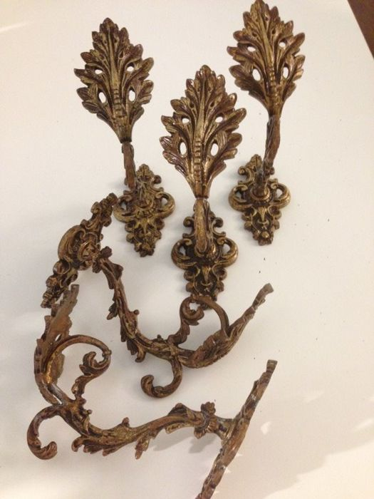 Five big hooks for curtain cords in gilded and bronzed brass, Louis XVI style