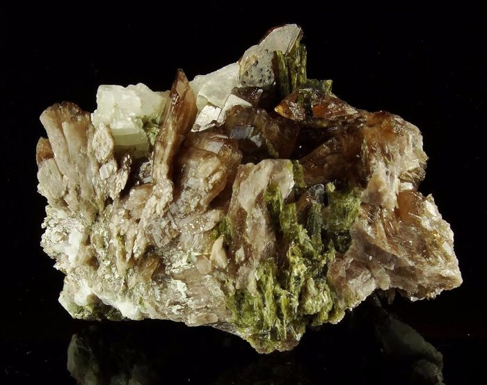 Axinite with Epidote - rare crystals on matrix - 8,8 x 6,5 x 5,0 cm - 345 gm