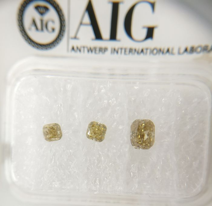 Triple of 3 Cushion cut diamonds total 0.50 ct F.L.Br.Yellow / Yell.Brown SI *** No Reserve ***
