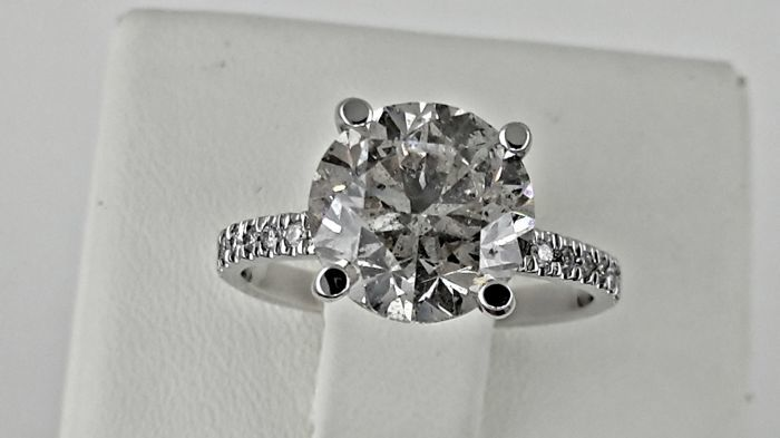 3.68 ct round diamond ring made of 14 kt white gold - size 6