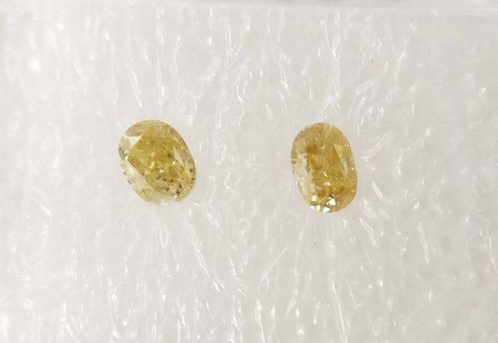 Couple of 2 Oval cut diamonds total 0.32 ct Mix colors SI-I1 *** No Reserve ***