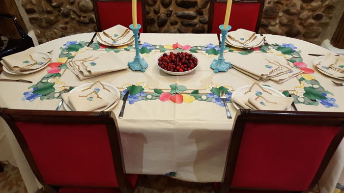 Tablecloth XL with applications of fruits and cutwork - 18 napkins - 260 x 160 cm