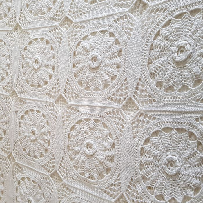 White crochet bedspread in thread of pearl cotton, perfect