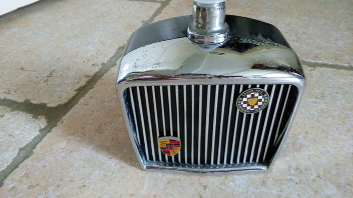Jaguar - Liquor bottle in car grille shape - bakelite & chrome - enamelled coat of arms Grand Prix International - circa 1970