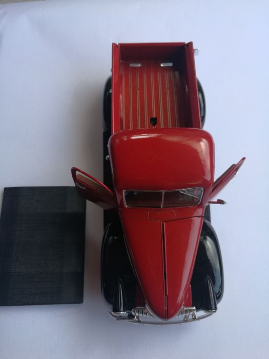 Solido - Scale 1/19 - Chevrolet Pickup 1946 - Bicolour red and black