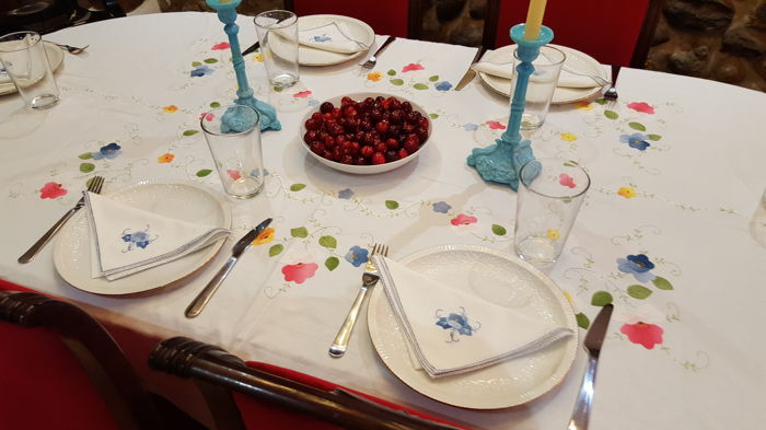 Large tablecloth handmade embroidery, applications and cutwork - 6 napkins - 230 x 160 cm