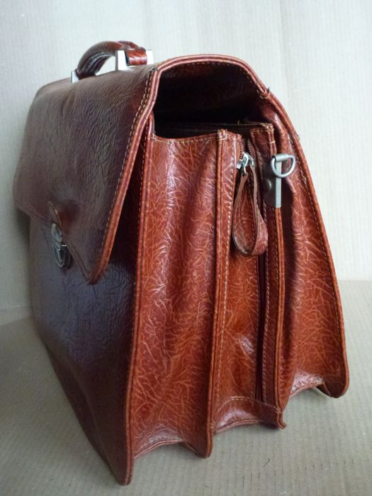 Leather bag pleated by professional - 20th century - Italy - leather