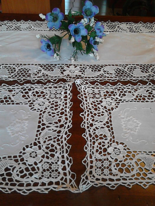 Set of 3 doilies in pure linen with handmade Burano, Venice lace