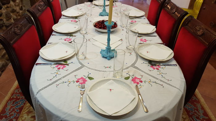 XL rectangular tablecloth, handmade embroidery, fabric application and crochet - 12 napkins - 260 x 165 cm