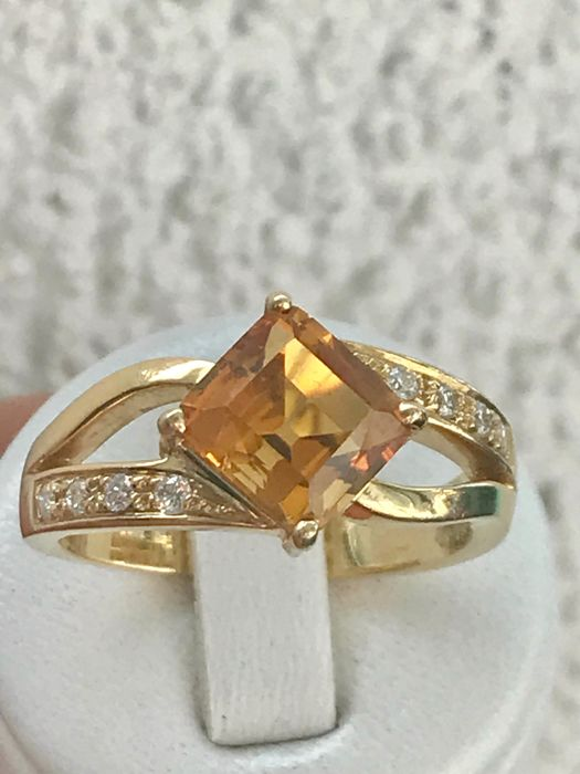 18 kt yellow gold ring with diamonds and a citrine - size: 68 / 21.6 mm