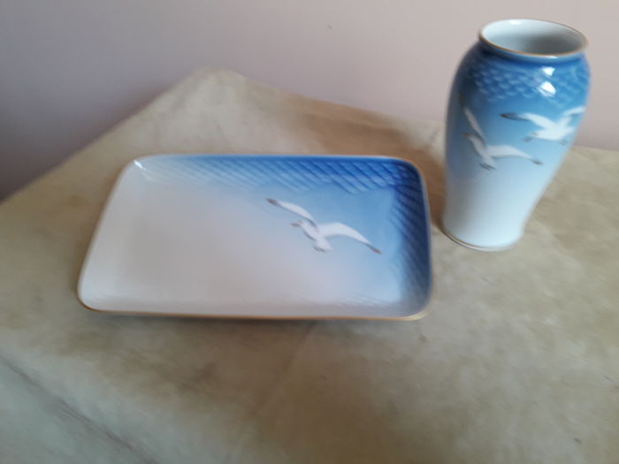 Royal Copenhagen - Vase and tray - Seagull decoration