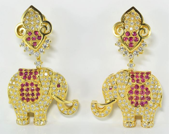2.96 ct diamond and 1.68 ct ruby elephant earrings in 18 kt gold