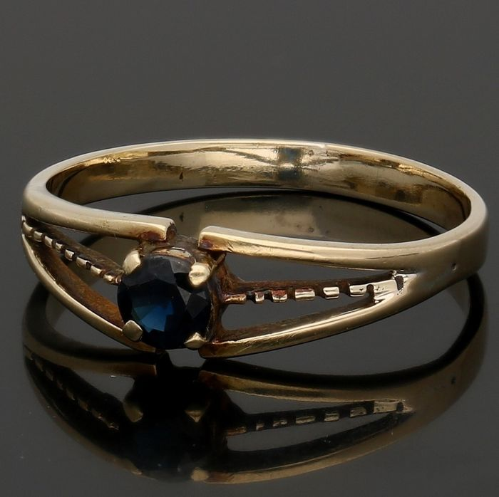 14 kt - Yellow gold ring set with a sapphire - Ring size: 17 mm