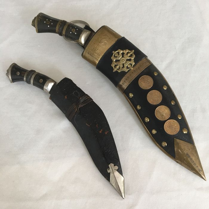 Lot with 2 Gurkha  Legendary Kukri Lion knifes, with badge and coins ornamented  partly leather and copper sheath  - India, Nepal - end 20th century