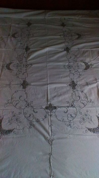 Ecru cotton embroidered tablecloth for 12 people - and 12 embroidered napkins