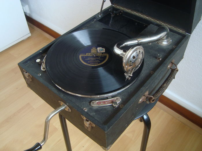 Antique Phrynis brand gramophone - Esperanto, Jaccard Freres Manufacturing - In a transportable case with Built-In Speaker