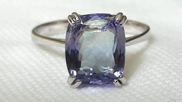 Ring in 18 kt white gold with 4.18 ct transparent tanzanite - French size 55.5 ***No Reserve***