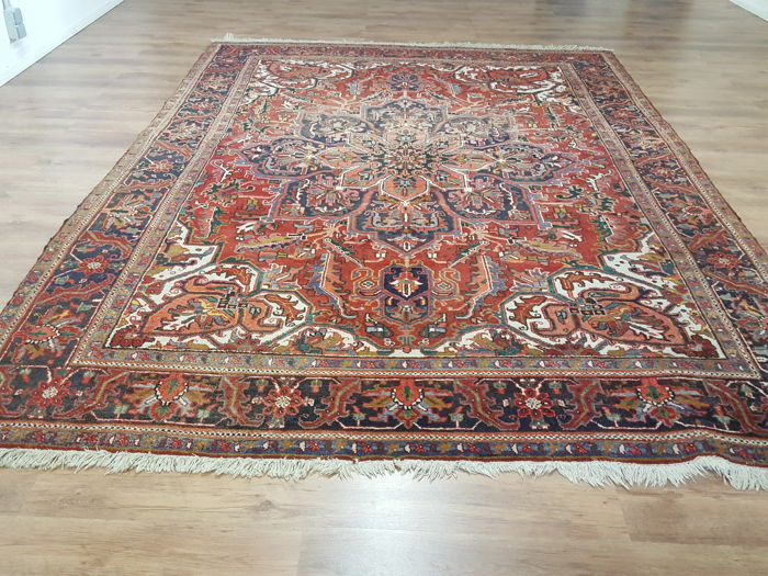 hand-knotted Persian Heriz  (AHAR) , 345 x 240 cm.