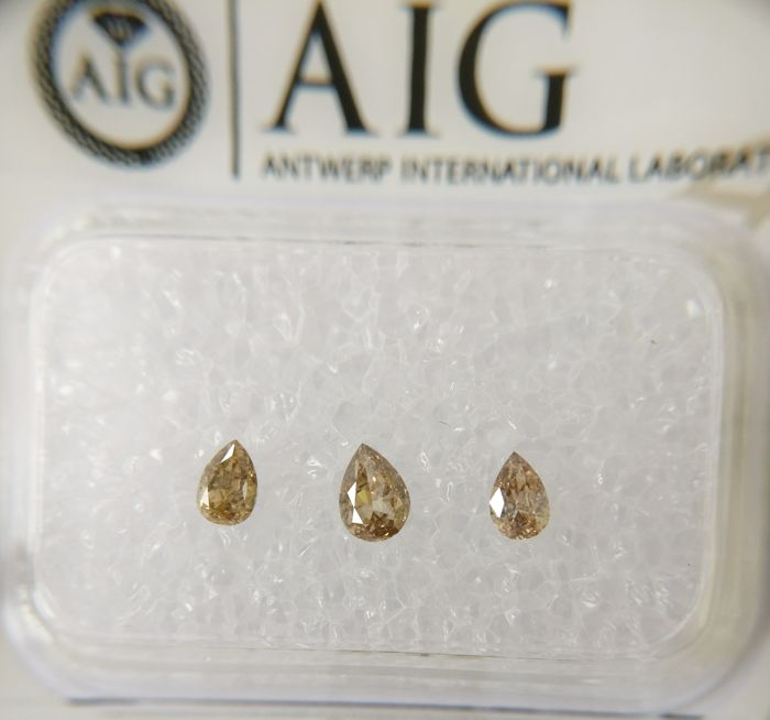 Triple of 3 Pear cut diamonds total 0.31 ct Fancy Light Brown SI *** No Reserve ***