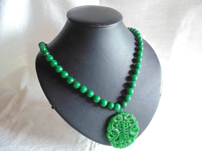 Jade necklace with pendant/amulet made of inlaid jade, with solid 925/1000 silver clasp