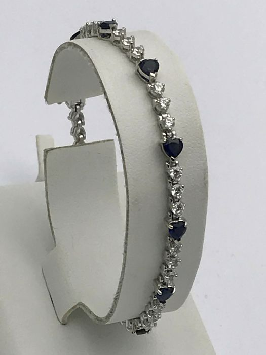 Elegant diamond sapphire bracelet 11 approx. 0.20 ct sapphire hearts connected by 30 diamonds of approx. 0.05 ct - total length approx. 18 cm