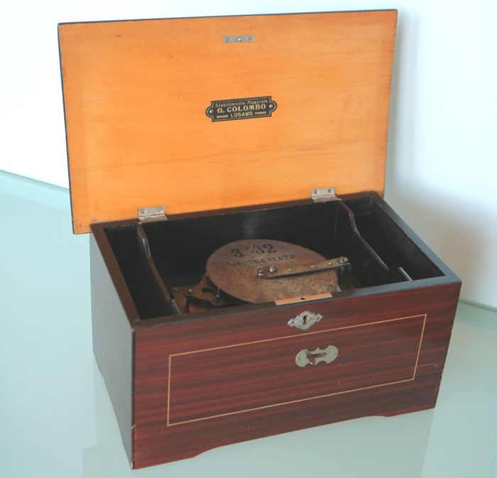Antique Polyphon, Swiss made, antique, includes 12 discs