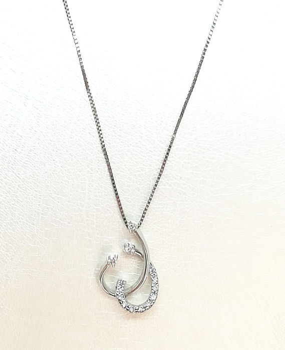 Necklace and pendant in 18 kt white gold with 0.07 ct diamonds