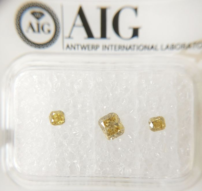 Triple of 3 Cushion cut diamonds total 0.42 ct F.I.Br.Yellow / Yell.Brown SI *** No Reserve ***