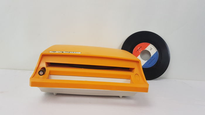 TRL Super record player for in a car - 45 rpm singles - 1960s