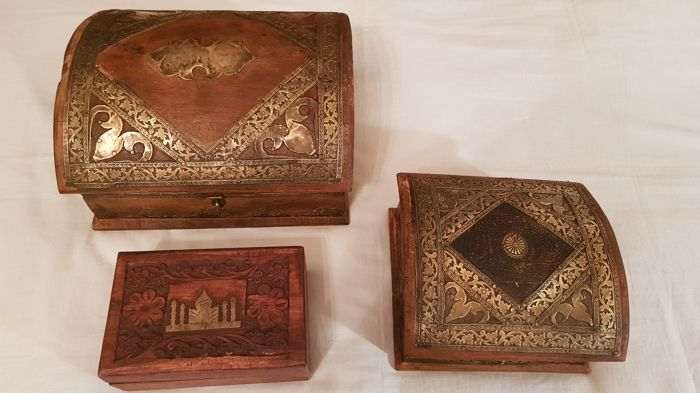 2 beautiful wooden boxes with beautiful copper decorations + engraved wooden box - Italy second half of 20th century