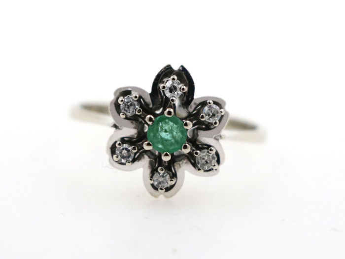 14 kt white gold women's ring with 0.20 ct diamonds and 0.25 ct central emerald - ring size: 58 (EU) - free size adjustment