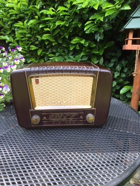 Philips bakelite radio BX 233U