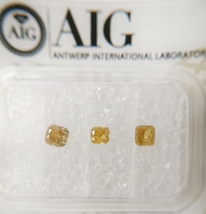 Triple of 3 Cushion cut diamonds total 0.40 ct Fancy Vivid Orangy / Brownish Yellow SI2-I1 *** No Reserve ***