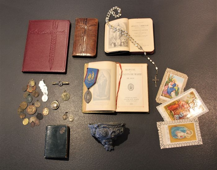 Beautiful collection of religious objects, prayer books, holy water, rosary, medals etc. - late 19th century, early 20th century