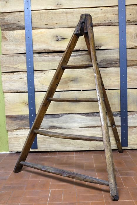 Wooden ladder Italy, first half of the 20th century