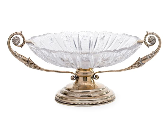 Centrepiece in engraved crystal and silver. Spain, first third of the 20th century