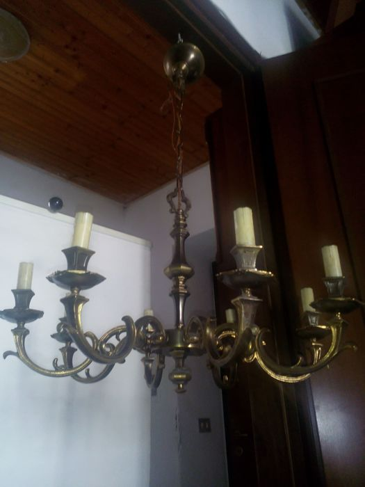 Baroque style chandelier - solid brass - eight light bulbs - 1970s - Italy