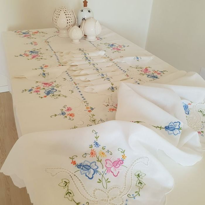 Rich linen organza tablecloth with 12 tablecloth - hand embroidered with Burano lace - 260 x 170 cm